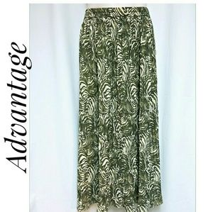 NWOT's Long Broomstick Skirt Green Cream Foliage